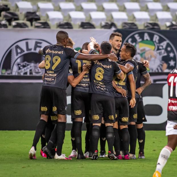Galo Bate O Bragantino E Vozao Derruba O Flamengo Diga Bahia